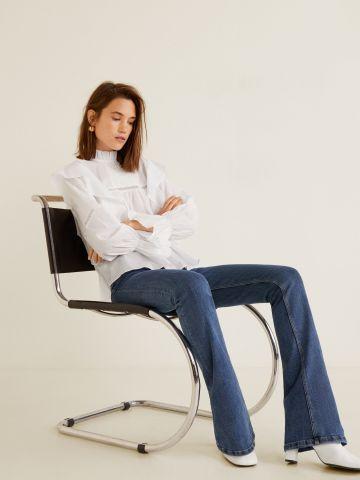 ג'ינס בגזרה מתרחבת של MANGO