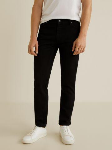 מכנסי ג'ינס בגזרת סלים