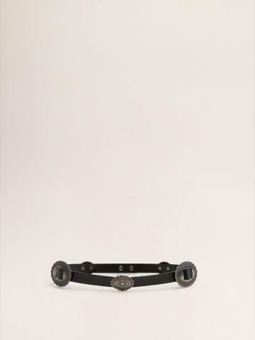 חגורה עם אבזמים מעוטרים בגימור מטאלי / נשים