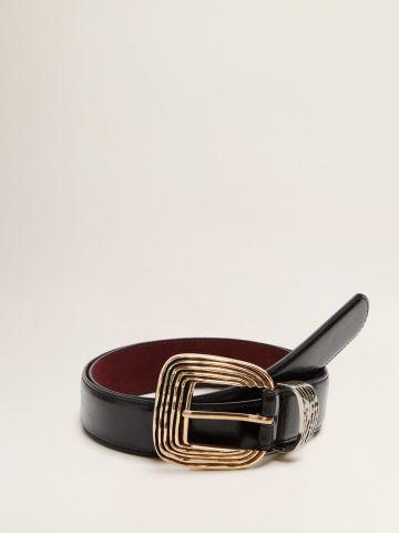 חגורת דמוי עור בגימור מבריק עם אבזם מעוטר / נשים