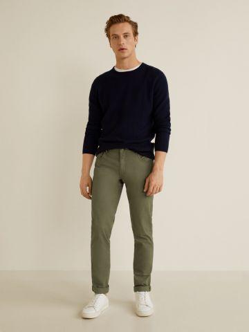 מכנסיים בגזרת Slim-fit