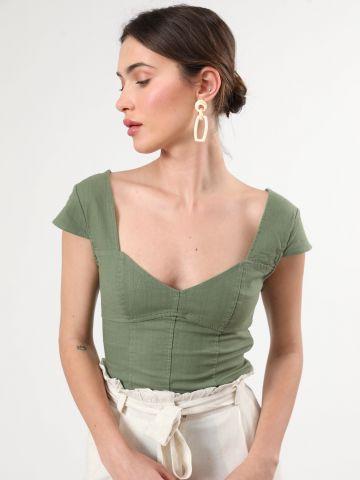 חולצת פשתן וי