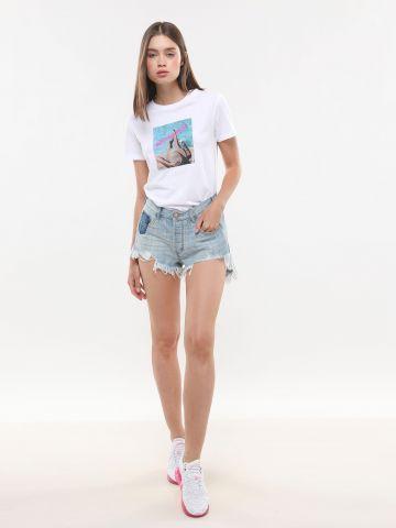 ג'ינס קצר עם פאץ' ופרנזים