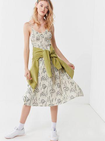 שמלת מידי וי עם כיווצי בד בהדפס עלים UO