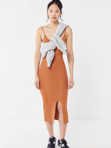 שמלת סריג מידי עם שסע בחזית UO