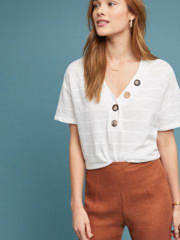 חולצת וי עם כפתורים דקורטיביים Eri + Ali