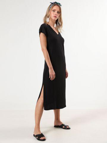 שמלת טי שירט מקסי עם מפתח וי