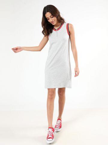 שמלת מיני עם סטריפים בשוליים