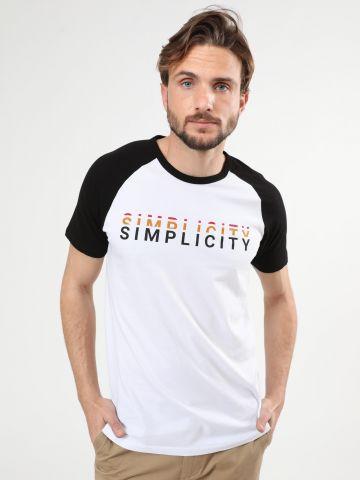 טי שירט בייסבול עם הדפס Simplicity