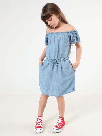 שמלת ג'ינס אוף שולדרס בעיטור רקמת פרחים