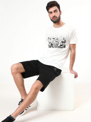 מכנסי טרנינג קצרים עם רוכסנים מודגשים