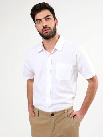 חולצה מכופתרת עם שרוולים קצרים וכיס