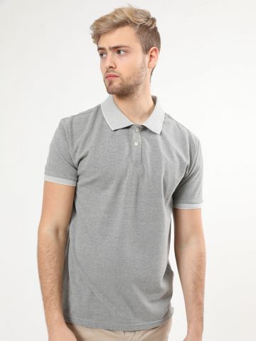חולצת פולו עם צווארון מודגש