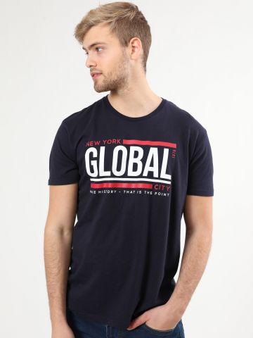 טי שירט עם הדפס כיתוב Global