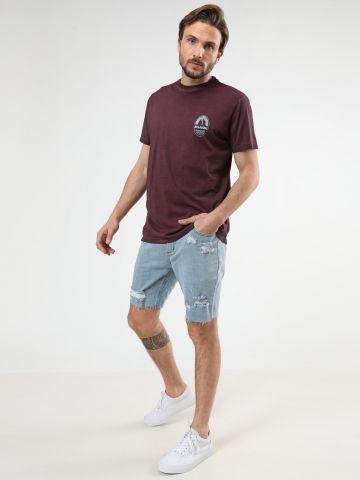 ג'ינס קצר בשטיפה בהירה עם קרעים