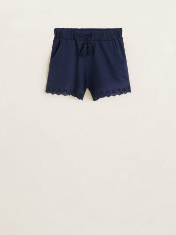 מכנסיים קצרים עם סיומת תחרה / בנות
