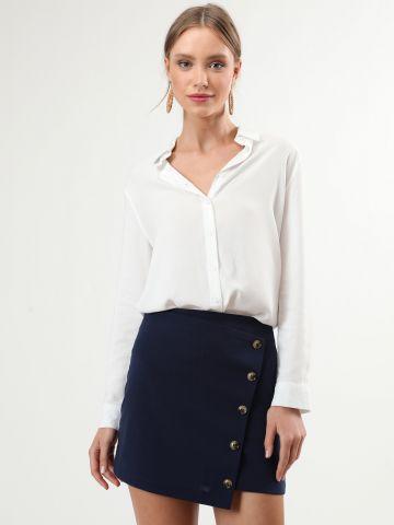 חצאית מיני אסימטרית עם כפתורים