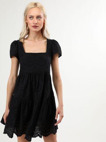 שמלת תחרה מיני עם מפתח מרובע