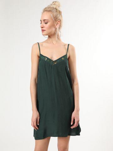 שמלת קופרו מיני עם עיטורי תחרה