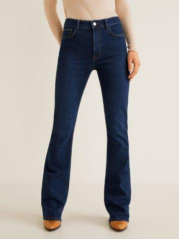 ג'ינס בשטיפה כהה עם סיומת מתרחבת