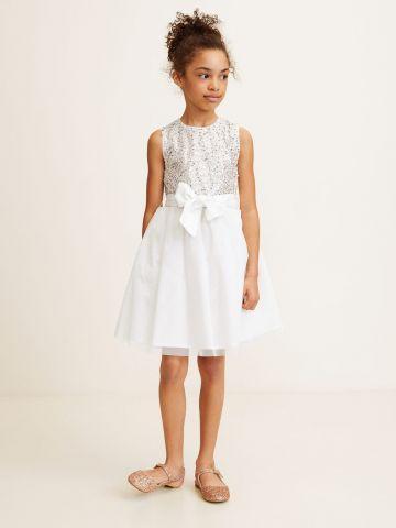 שמלת טול עם פייטים וחגורת קשירה