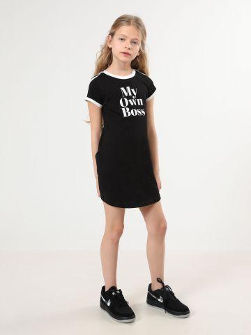 שמלת טי שירט עם הדפס כיתוב