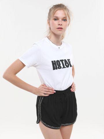 מכנסיים קצרים עם עיטורי פאייטים
