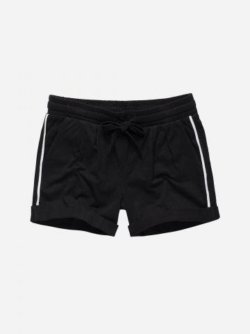 מכנסיים קצרים עם סטריפים דקים / בנות