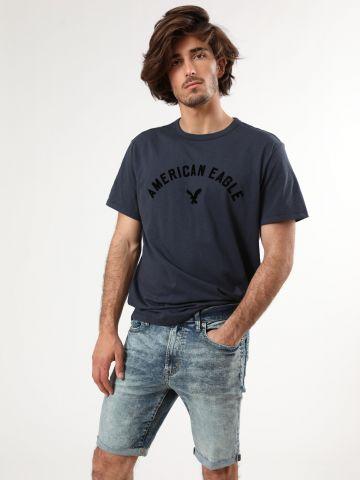 ג'ינס קצר אסיד ווש עם סיומת גזורה