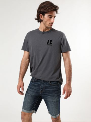 ג'ינס קצר בשטיפה כהה עם שפשופים