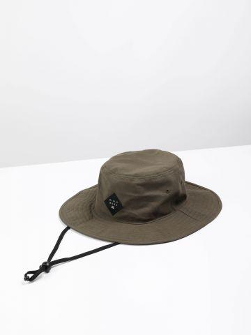 כובע באקט קנבס עם פאץ' לוגו