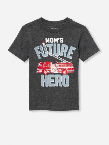 טי שירט עם הדפס Mom's Future Hero / בייבי בנים