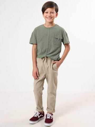 מכנסיים ארוכים עם סימני תפר