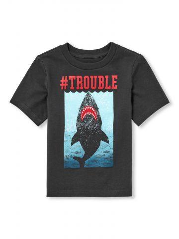טי שירט עם הדפס כריש Trouble / בייבי בנים