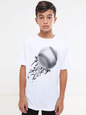 טי שירט עם הדפס בייסבול