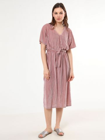 שמלת מידי בטקסטורת פסי קטיפה ורשת