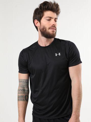 חולצת ספורט עם הדפס לוגו