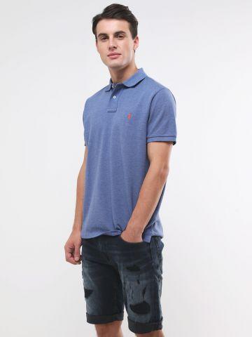 ג'ינס קצר עם קרעים