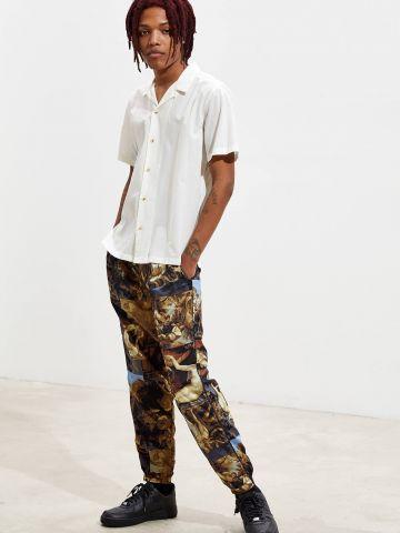 מכנסיים בהדפס ציורי רנסנס UO