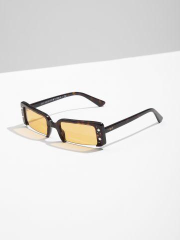 משקפי שמש מלבניים עם מסגרת משובצת Gigi Hadid