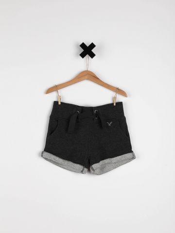 מכנסי טרנינג קצרים עם קשירה / בנות
