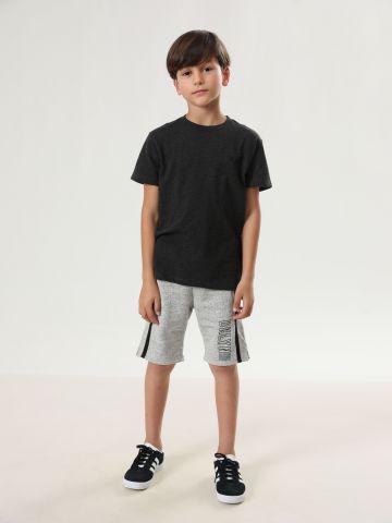 מכנסי טרנינג ברמודה עם סטריפים בצדדים / בנים