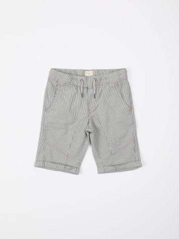 מכנסי פסים קצרים עם תפרים בולטים / בנים