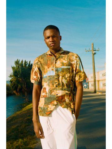 חולצה מכופתרת קצרה בהדפס ציורי רנסנס UO