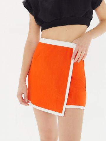 חצאית מיני מעטפת בגזרה גבוה