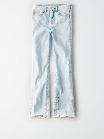 ג'ינס בגזרה מתרחבת עם עיטורי תחרה