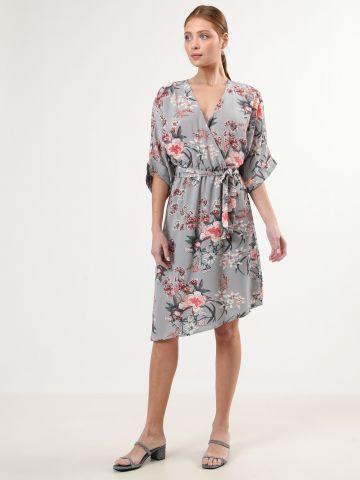 שמלת פרחים מידי בסגנון מעטפת