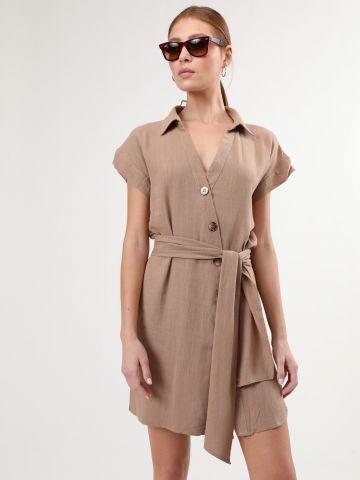 שמלה מכופתרת מיני עם חגורת קשירה