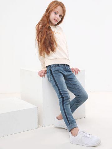 ג'ינס סקיני עם סטריפים בצדדים