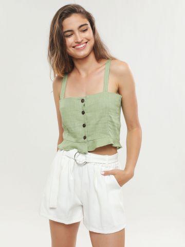 מכנסיים קצרים בגזרה גבוהה עם חגורה